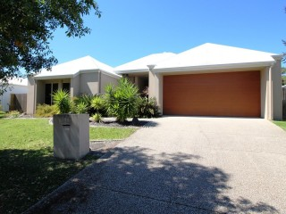 BEAUTIFULLY PRESENTED HOME IN PELICAN WATERS