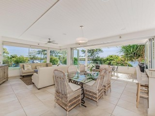 Stunning Executive 3 bedroom Noosa River Apartment