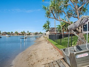 4 bedroom Canal home with pool in the heart of Mooloolaba