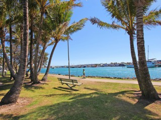 Absolute prime position between Beach and River front for this 5 bedroom home