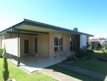 LOWSET BRICK HOME WITH 3 BAYSHED - CLOSE TO SHOPS