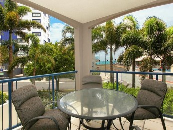 Central Mooloolaba location for this very modern 2 bedroom luxury apartment