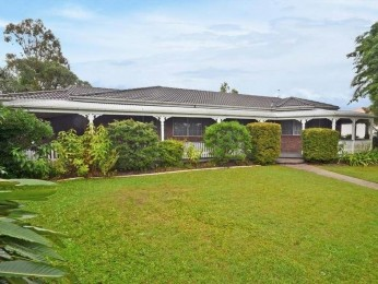 ACREAGE LIVING SO CLOSE TO TOWN WITH LARGE GRANNY FLAT