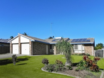 GREAT ORIGINAL BRICK & TILE HOME SITUATED CLOSE TO CURRIMUNDI MARKETPLACE & BEACHES