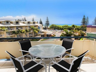2 bedroom delightful unit, 5 minutes walk to the beach and great ocean views