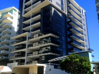AS NEW 2 BEDROOM APARTMENT IN THE FIRST LIGHT COMPLEX MOOLOOLABA