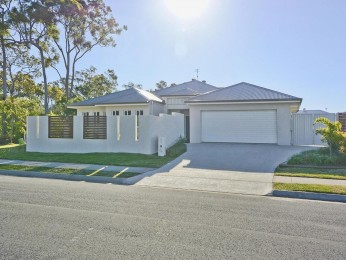 5 BED FAMILY HOME IN PRIVATE NATURAL SETTING!
