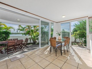 The Landing - Ground Floor with stunning Noosa River Mouth Views