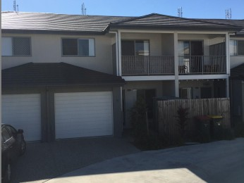 Modern 3 Bedroom Townhouse plus 1 Lock up Garage in the centre of Mountain Creek/Brightwater!