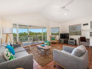 50 Metres to the Noosa River for fishing, swimming and water sports.