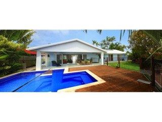 4 bedroom home, pool, on canal and Pet friendly! Save $$ in December