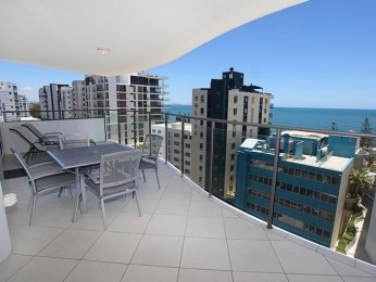 New for the Holiday Season; Spacious 3 Bedroom Apartment,Sparkling Water Views