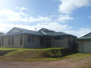 WELL PRESENTED HOME ON 4.3 ACRES