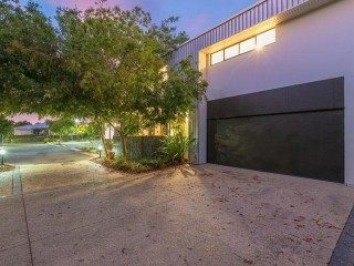 Commercial Office plus Deluxe Townhouse in Peregian Springs