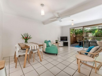 Great location to the Noosa River front and Restaurants